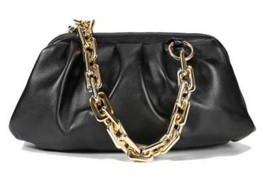 Čierna riasená kabelka