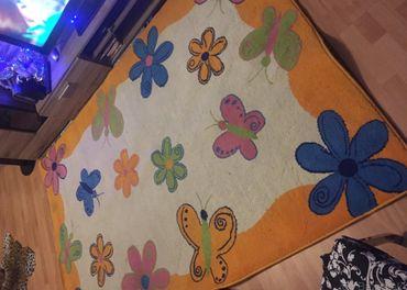 Darujem za kávu detský koberec potrebné ho vyčistiť.Rozmer