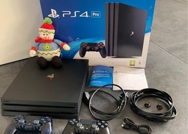Sony Playstation 4 Pro + 2x ovladac + hry