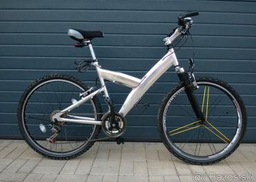 Horský bicykel striebornej farby