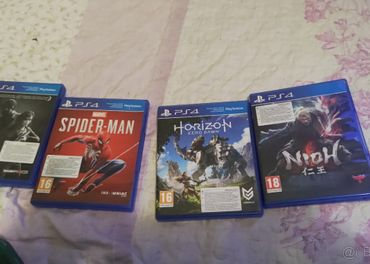 ps4 pro + 4 hry
