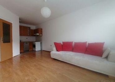 Prenajmem 2 izbový slnečný byt v Trenčianskych Tepliciach