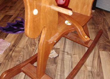 drevený hupaci konik